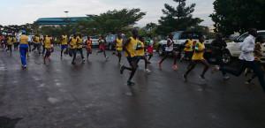 Halbmarathonläufer kurz nach dem Start